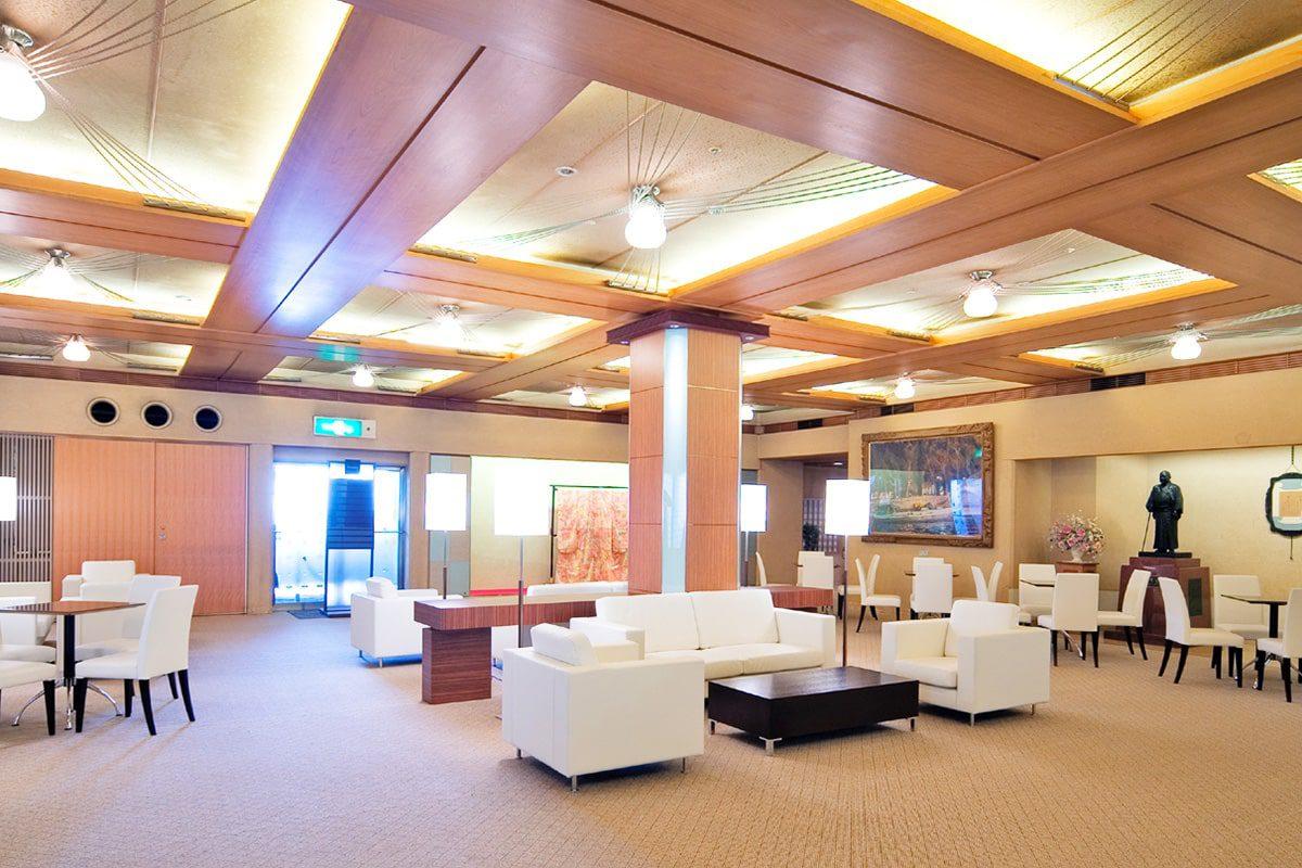 Lobby, Front Desk, Shop