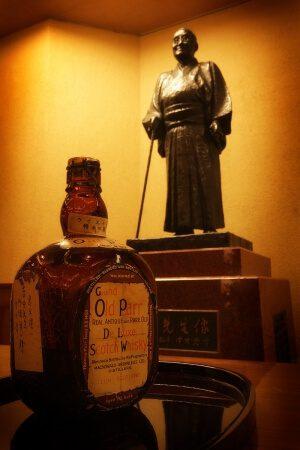 一階ロビー 吉田茂元首相銅像