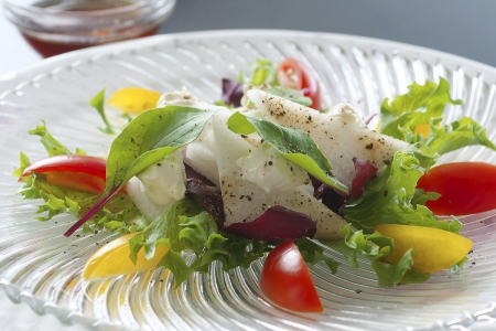 高知県産梨と地場野菜のサラダ