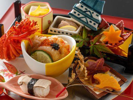 【前菜】直七の出汁ジュレをかけた地物伊勢海老の海鮮彩りサラダや、松茸寿司など秋の味覚をご堪能。