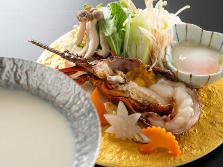 【伊勢海老豆乳味噌鍋】濃厚でクリーミーな豆乳味噌スープにぷりっぷりの伊勢海老を合わせた口福鍋。