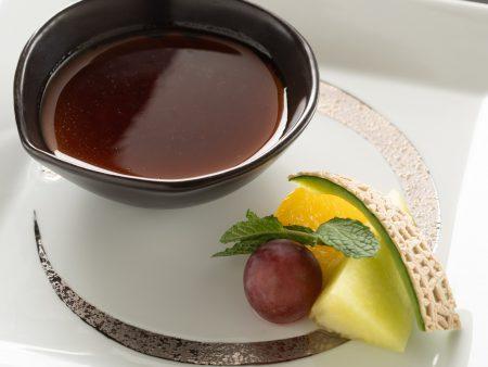 【本日のデザート】食後には、当館専属パティシエがおつくりする特製デザートをお楽しみください。