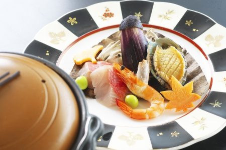 松肴「朴葉焼き陶板仕立て室戸金目鯛」