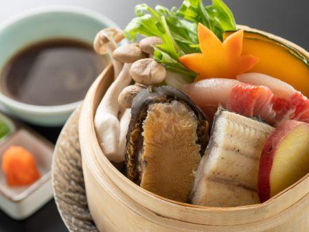 【蒸篭蒸し】四万十うなぎに程良い脂がのった金目鯛、コリコリした食感の鮑まで使用した贅沢な蒸篭蒸し