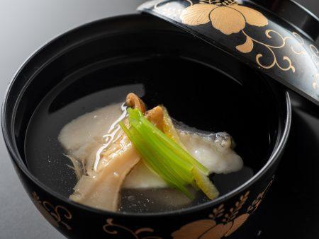 【椀物】秋の味覚「松茸」と鯛の贅沢な清まし仕立て