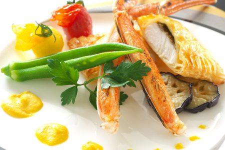 「ポワソン(魚)」鯛のパイ包み焼き、蟹のボイル