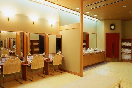 【パウダールーム】女性大浴場(はちきんの湯)には、女性に欠かせないパウダールームも大浴場に完備。安心してご利用いただけます。